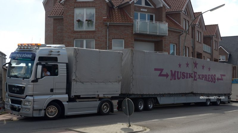 2015-09 ME Crazy Dance Machine Ahrend & Noack MAN TGX XXL 01.jpg