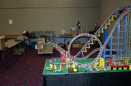 awww.brickshelf.com_gallery_RoscoHead_displays_brickfest2004_coaster_dcp_1906.jpg