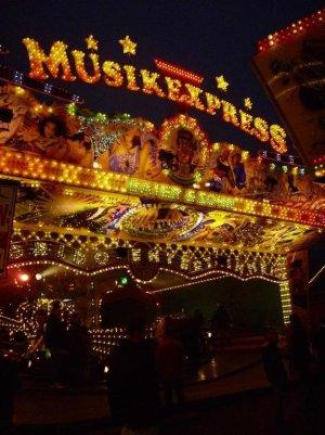 ai547.photobucket.com_albums_hh477_DieAlexa_Musik_Express_20Baier_mebaier4_1.jpg