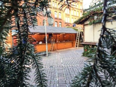 20141124-Weihnachtsmarkt-Aufbau-Altstadt-Hannover-03.jpg